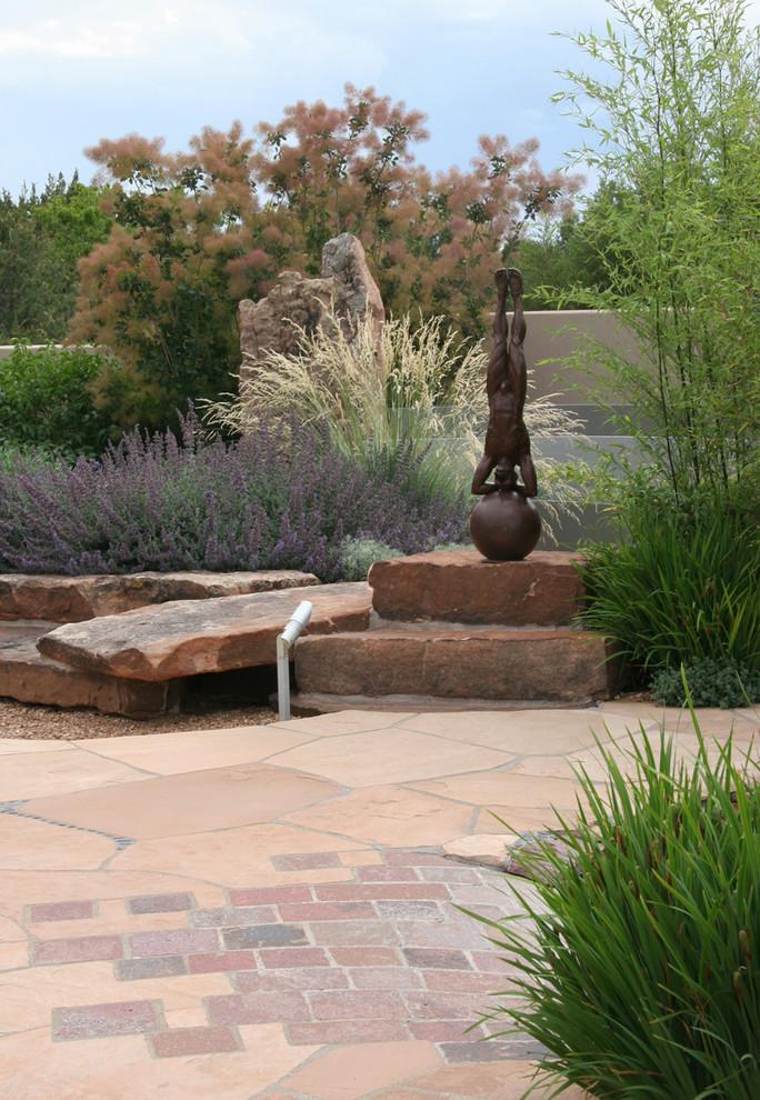 Photo of a contemporary landscaping in Albuquerque.