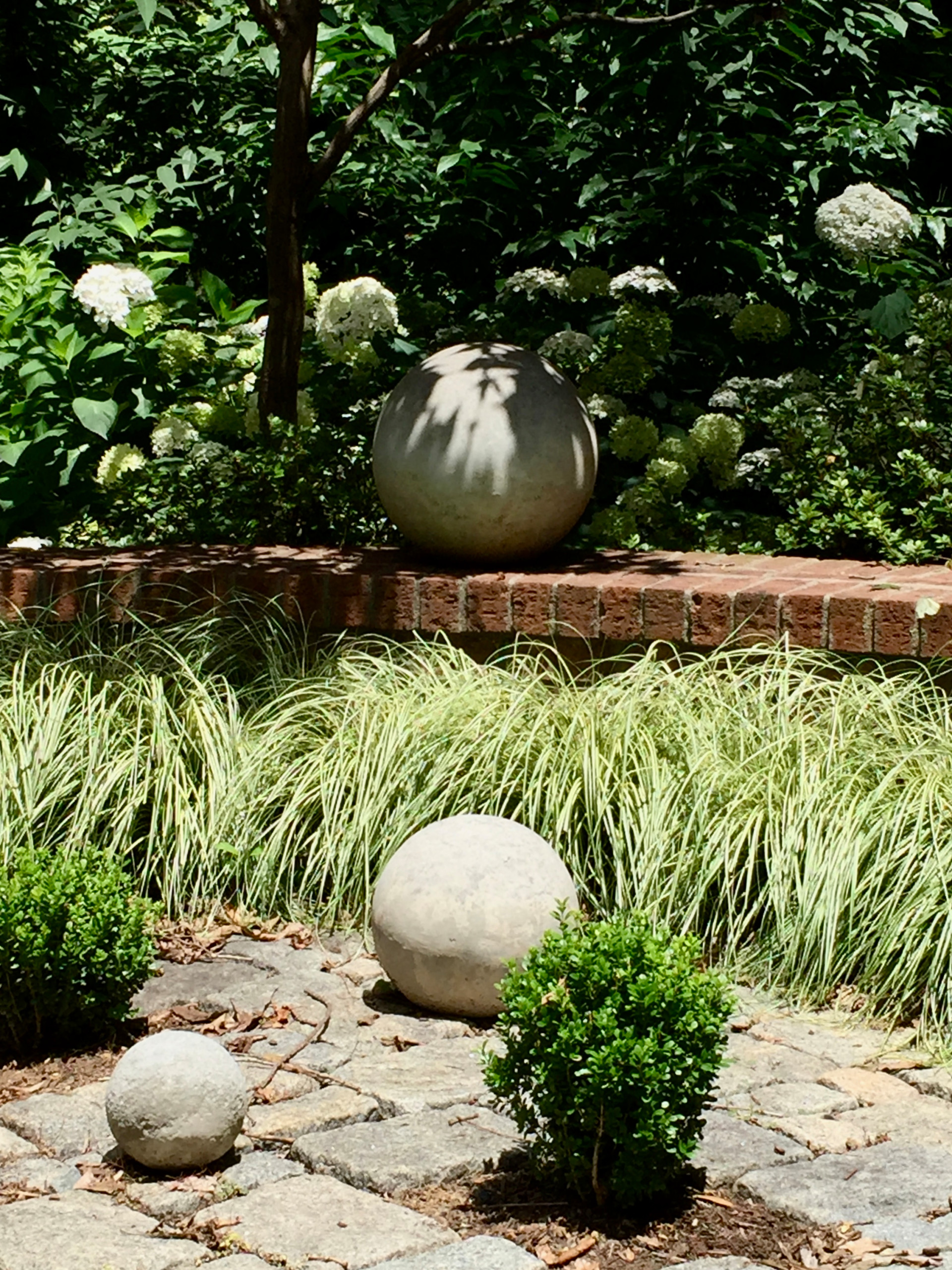 Contemporary Touch to the Traditional Garden.