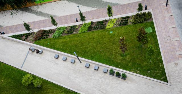 brave landscape triangular backyard 13 accordingly inspiration article - Garden Design Triangular Plot