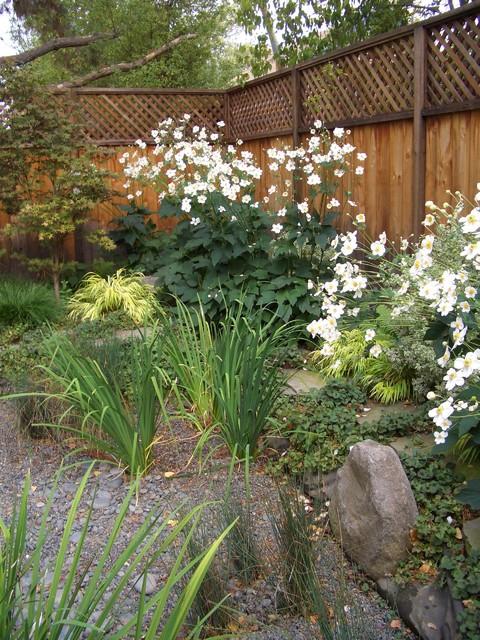Cottage Garden traditional-landscape
