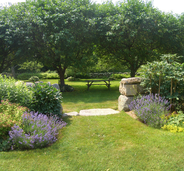 Country Court Yard traditional-landscape