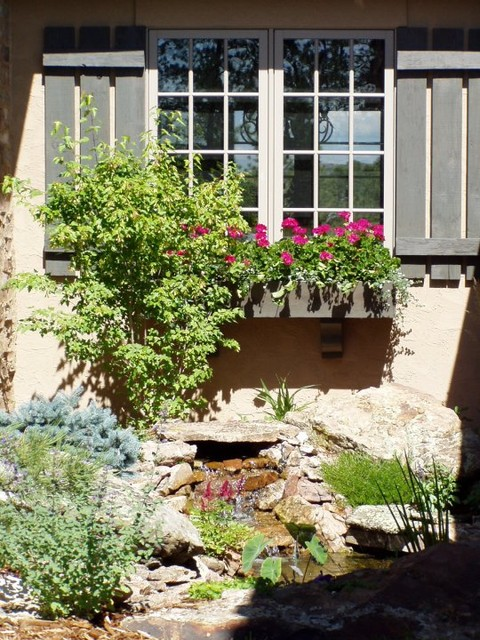 Courtyard Water Feature traditional-landscape