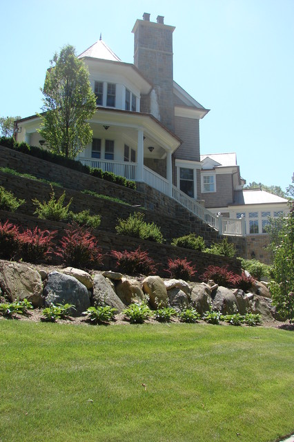 Oyster Bay Cove traditional-landscape