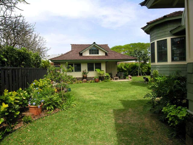 Craftsman Cottage tropical-landscape
