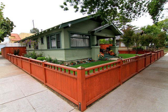 Craftsman fence traditional landscape los angeles for Craftsman landscape design ideas
