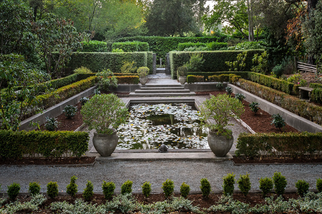 Inspiration for a large traditional gravel formal garden in San Francisco.
