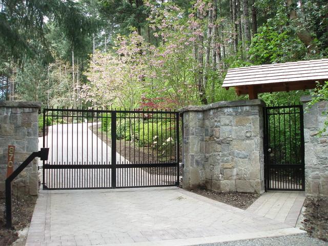 Custom aluminum double swing driveway gate modern