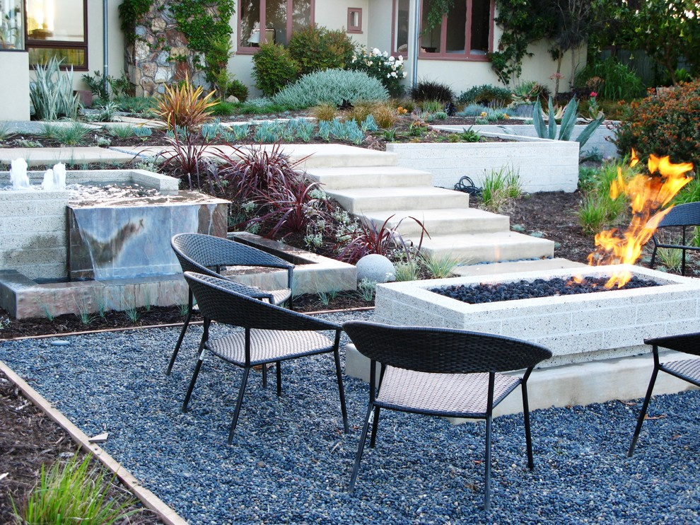 Inspiration for a contemporary backyard gravel landscaping in San Diego.