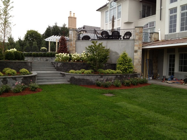 Decorative Precast Concrete Retaining Wall With Bluestone