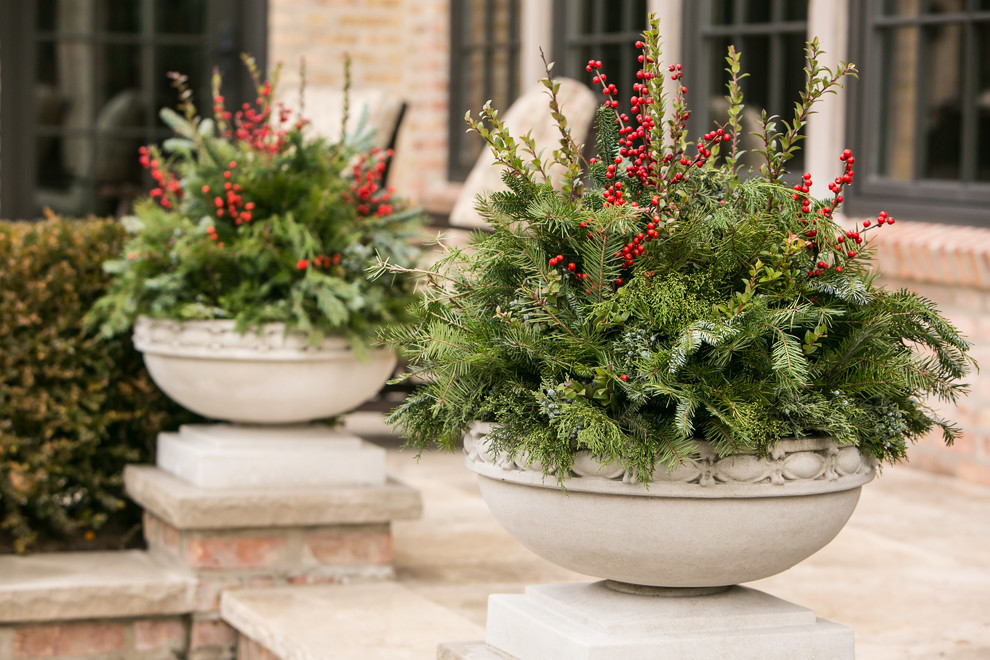Design ideas for a large traditional full sun front yard stone landscaping in Chicago for winter.