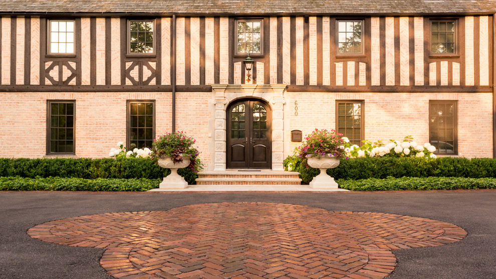 This is an example of a large traditional full sun front yard brick driveway in Chicago for summer.