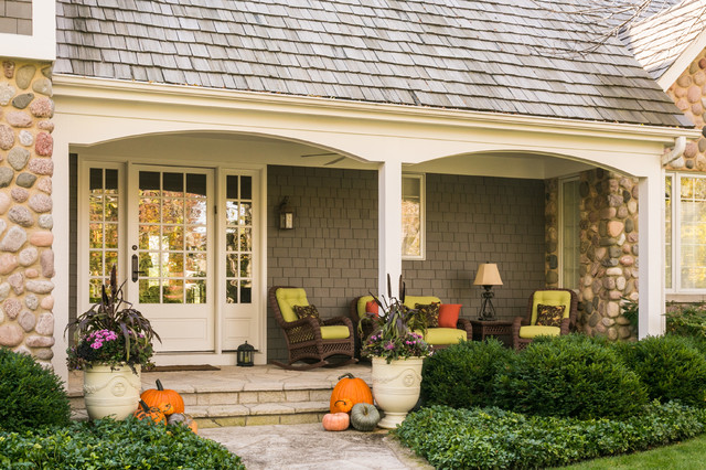 Inspiration for a mid-sized transitional partial sun front yard stone landscaping in Chicago for fall.