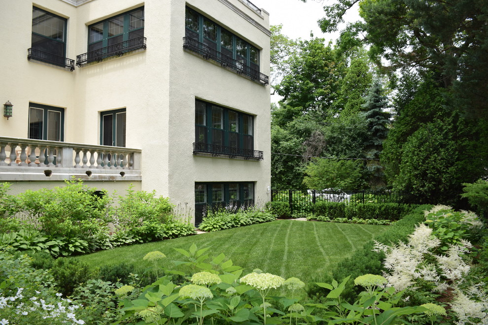 Design ideas for a mid-sized traditional partial sun backyard formal garden in Chicago for summer.