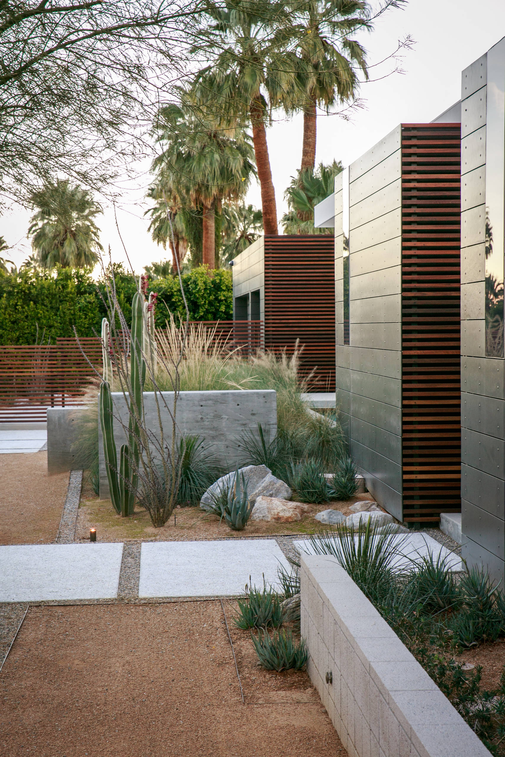 Must See Mid-Century Modern Retaining Wall Design Pictures & Ideas