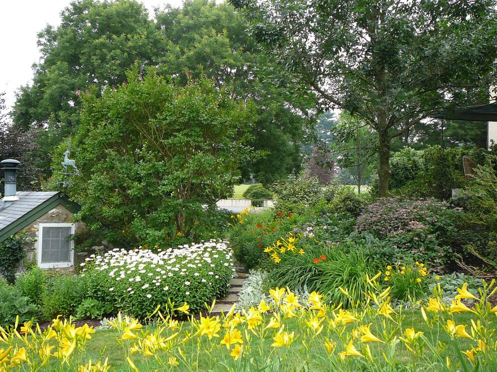 Photo of a large traditional backyard formal garden in Philadelphia.
