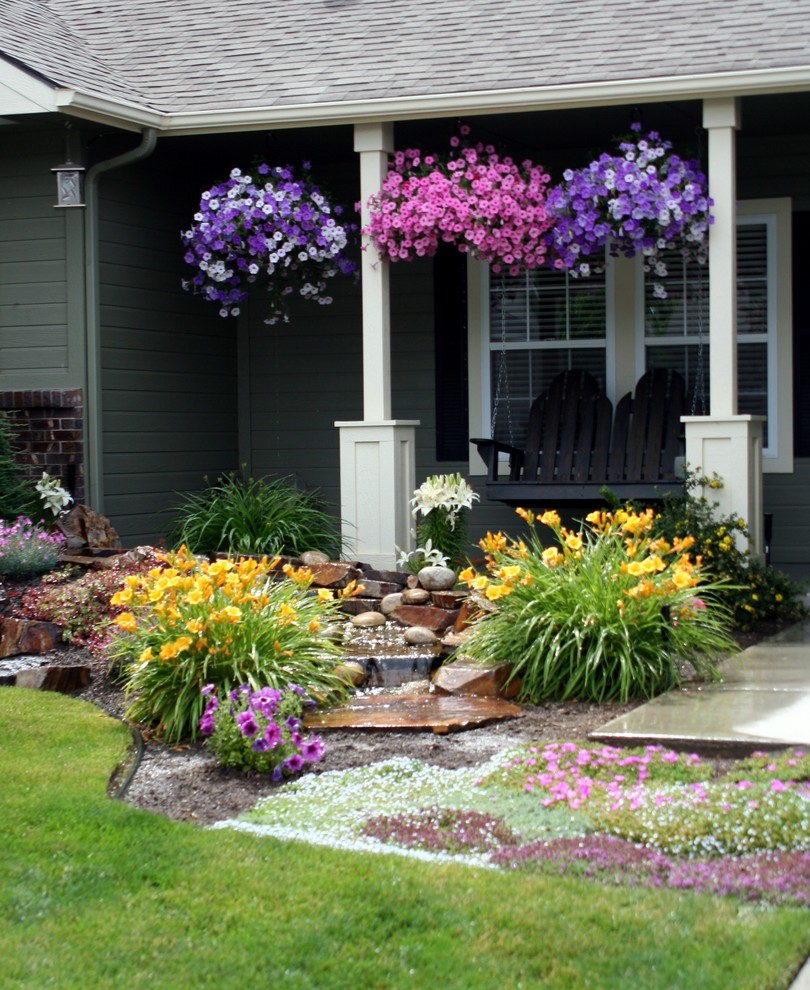 Design ideas for a traditional water fountain landscape in Boise.