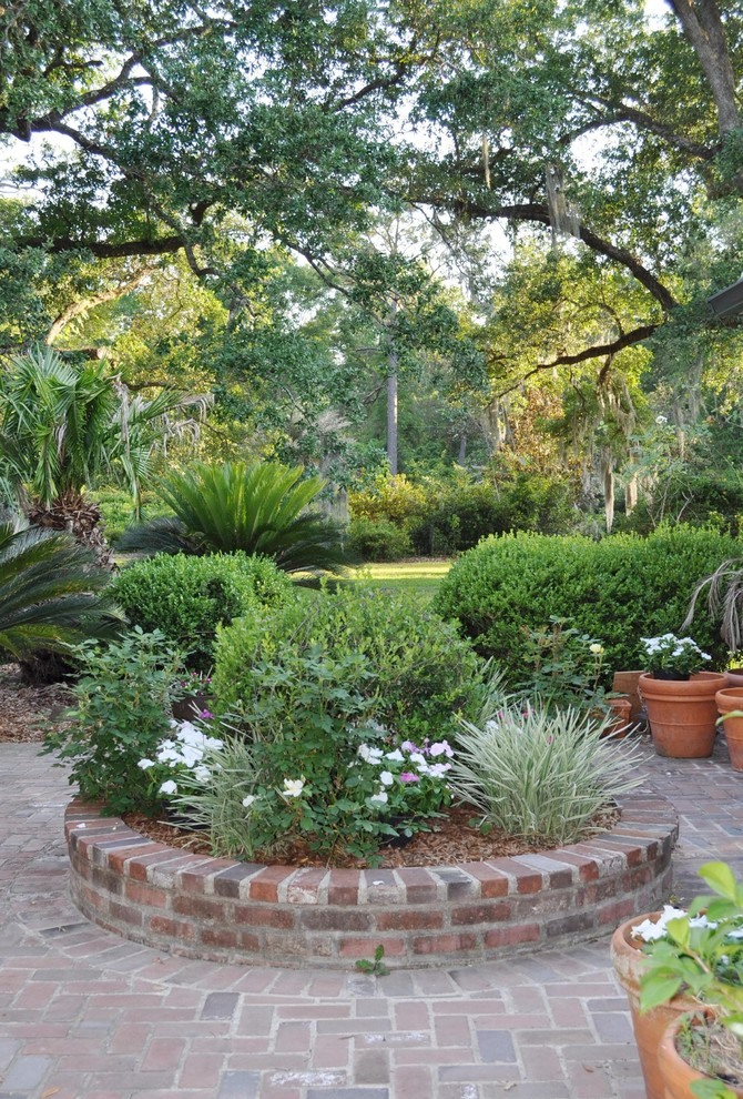 Design ideas for a farmhouse backyard brick landscaping in New Orleans.