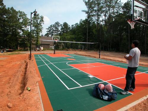 construction d 39 un terrain de basket ball. Black Bedroom Furniture Sets. Home Design Ideas