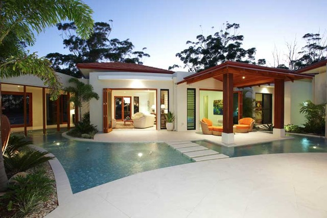 Doonan house tropical garden brisbane for Courtyard landscaping brisbane