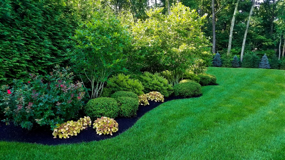 Design ideas for a large traditional full sun backyard gravel landscaping in New York.