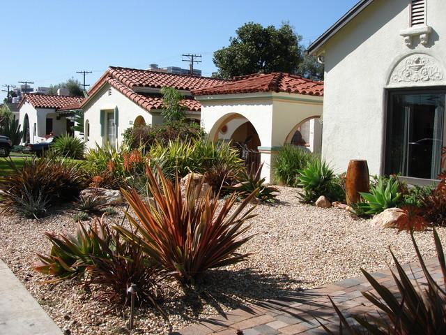 Drought tolerant front yard southwestern landscape for Low maintenance drought resistant landscaping