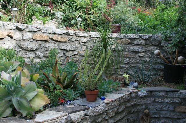 Drought tolerant gardens traditional-landscape
