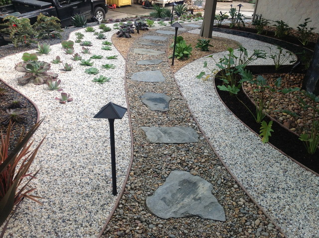 Drought Tolerant Landscape Design With Flagstone Walkway Modern