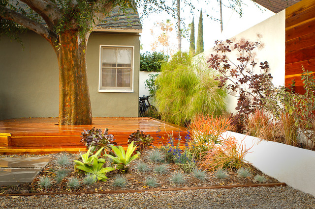 Drought Tolerant Pocket Garden and Deck Contemporary