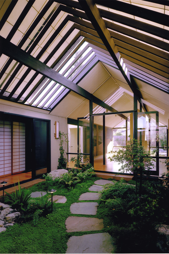 Photo of a midcentury modern landscaping in San Francisco.