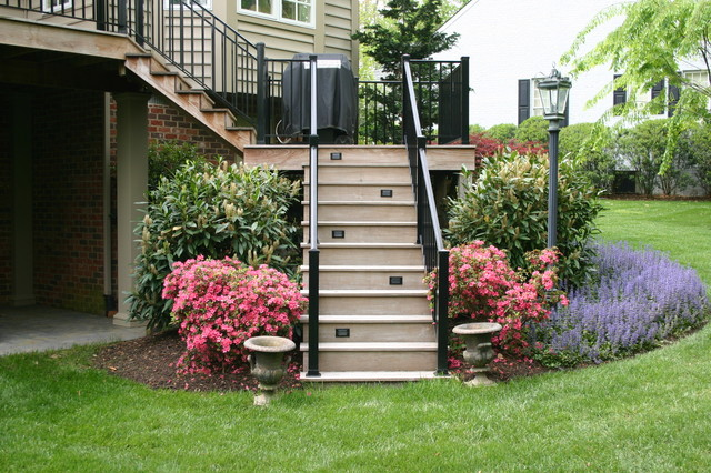 Elegant Landscaping Pictures : Elegant landscaping for a mid size home traditional