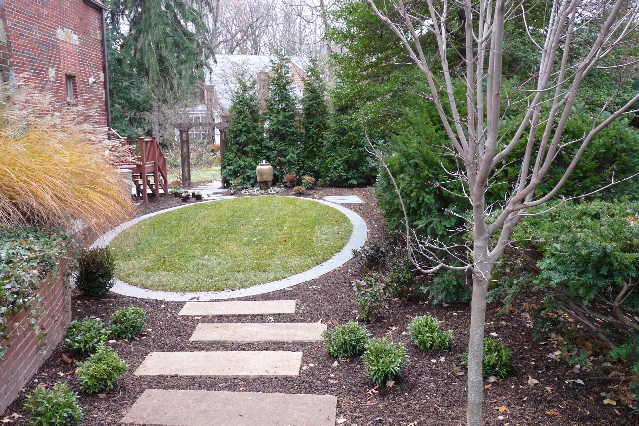 Elliptical Lawn with Water Feature