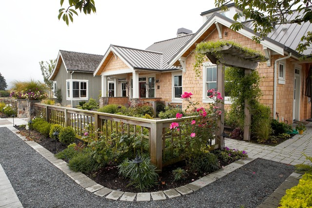 Entry courtyard farmhouse landscape seattle by for Small front yard ideas with fence