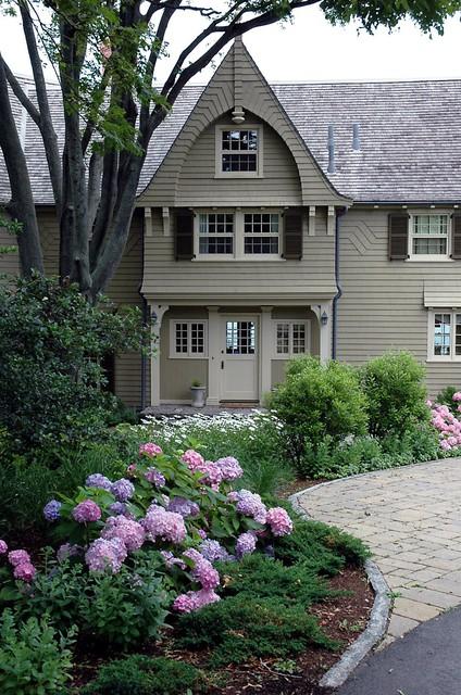 entry garden traditional-landscape