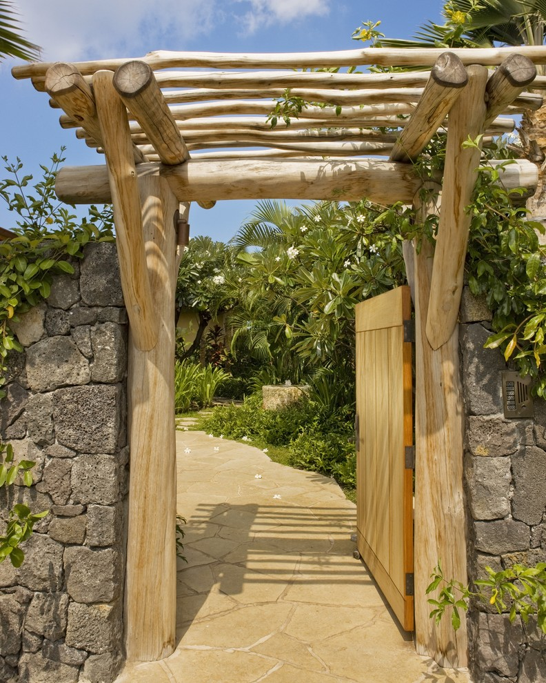Inspiration for a tropical stone landscaping in Hawaii.