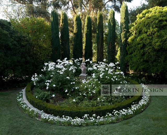 Entry rose garden with statue traditional landscape for Garden design with roses