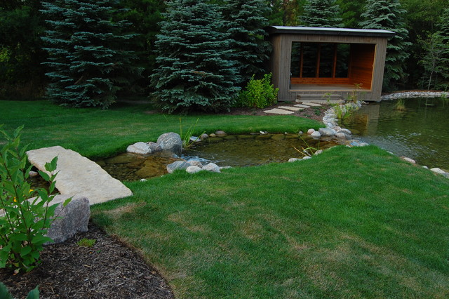 Photo of a contemporary backyard water fountain landscape in Toronto.