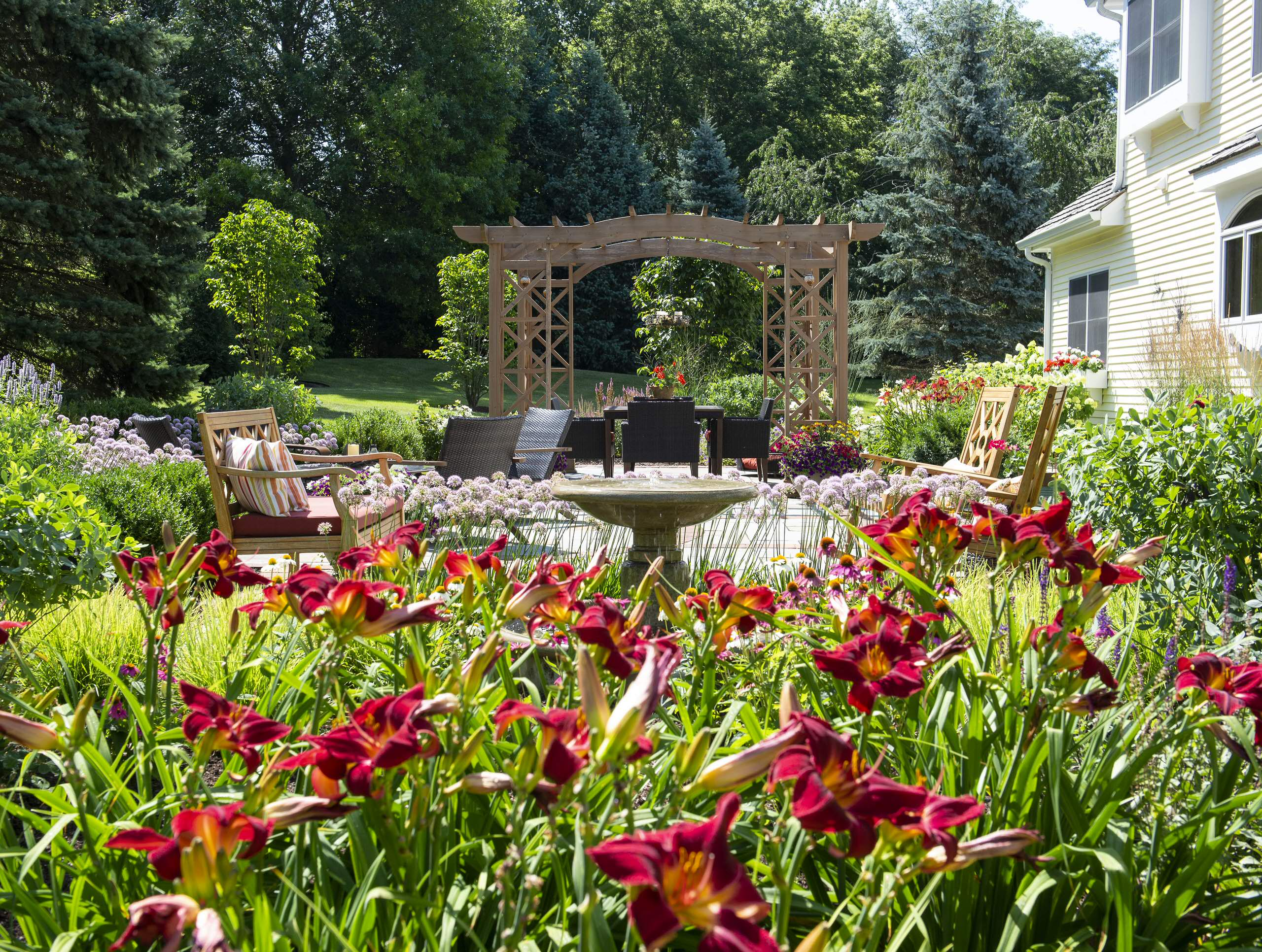Farmhouse Backyard Landscape - Hawthorn Woods, IL