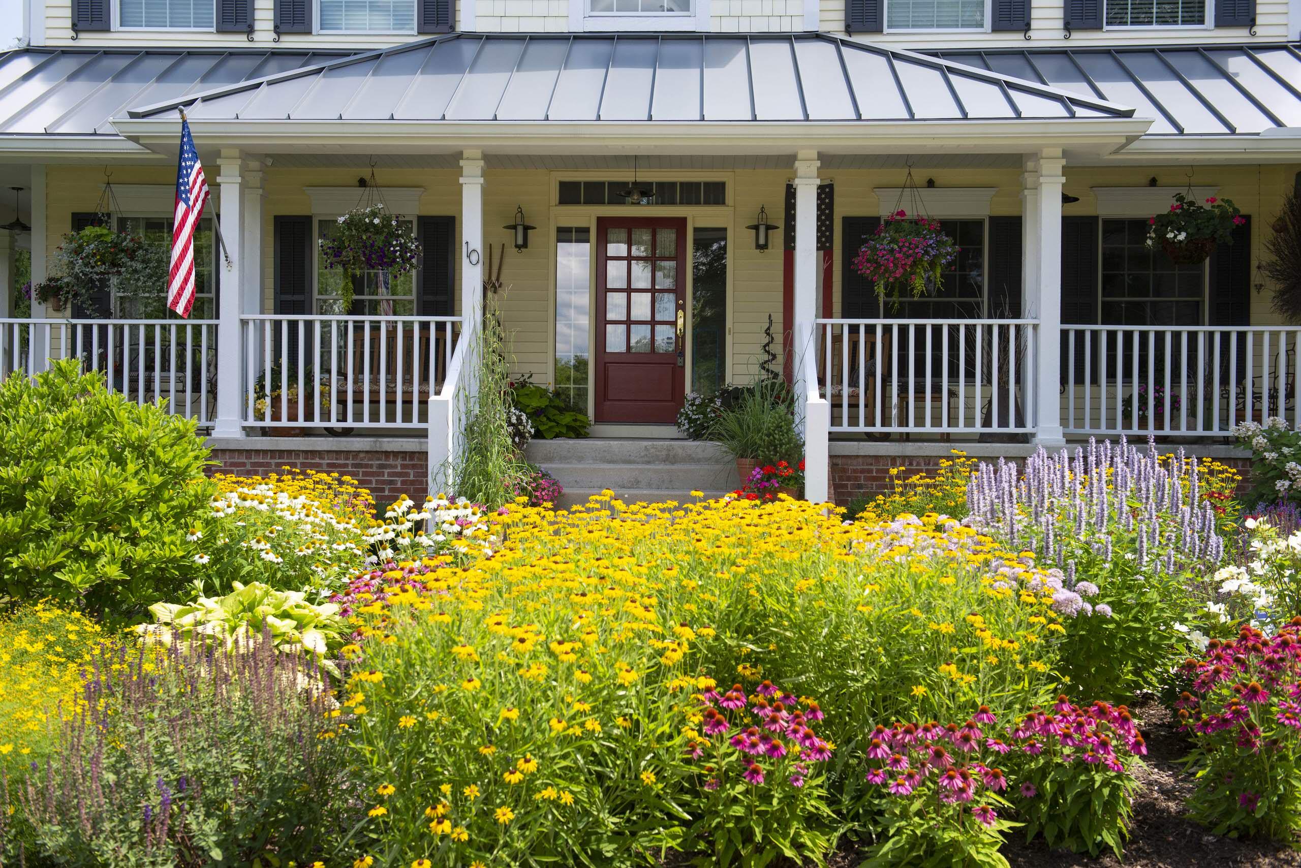 Farmhouse Front Landscape - Hawthorn Woods, IL