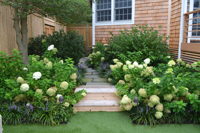 Photo of a traditional side yard landscaping in New York.