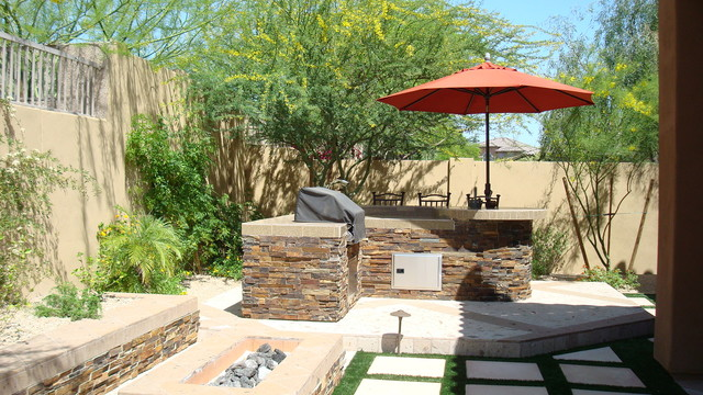 Firepit and Barbeque w/ bar traditional landscape