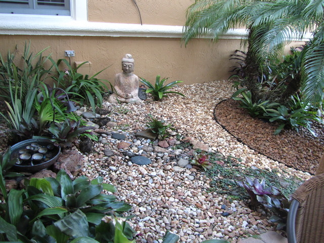 Fla rock garden for Rock garden bed ideas