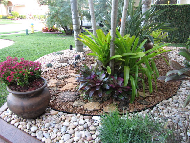 Fla rock garden landscape for Different color rocks for landscaping