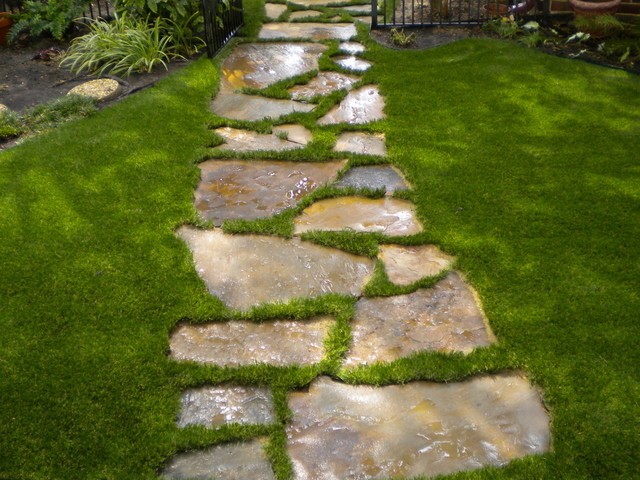 Flag stone traditional landscape dallas by for Landscaping rocks dallas
