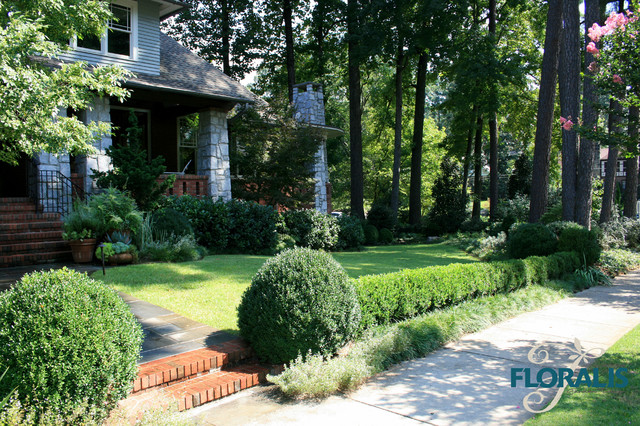 Flower Gardens and Beds traditional-landscape