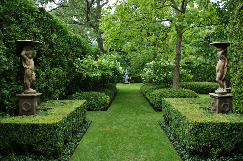 Inspiration for a large traditional backyard formal garden in Chicago.