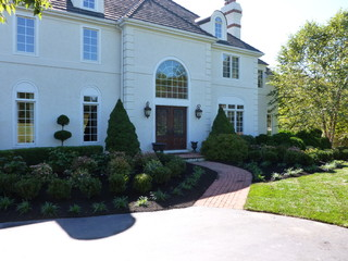 Traditional Landscape by Newtown Square Landscape Architects & Landscape Designers Aardweg Landscaping