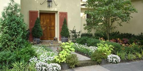 Traditional Landscape by Newtown Square / Philadelphia PA Landscape Architects Aardweg Landscaping