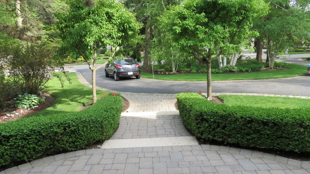 Formal hedges semi circle driveway traditional for Semi circle driveway ideas