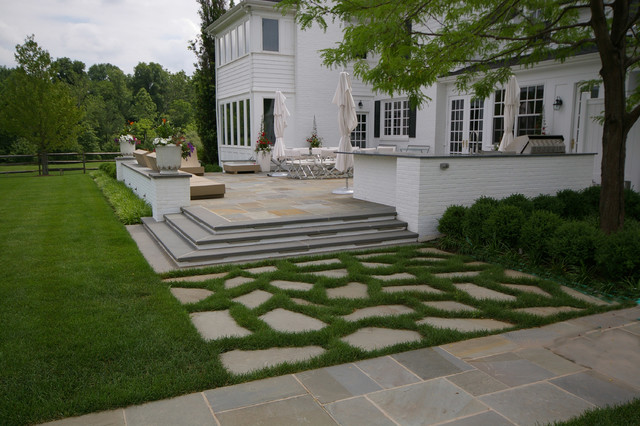 Formal Landscape Design With Swimming Pool Pergola