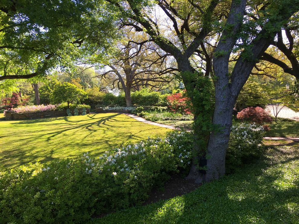 Fort Worth Estate Garden - Traditional - Landscape ...